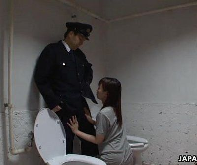 Asian prisoner sucking off the guards penis - 1 min 4 sec