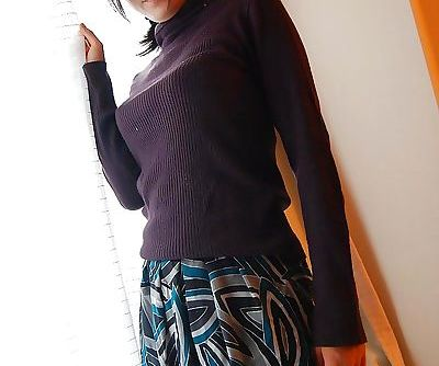 Asian MILF Ryoko Morikawa..