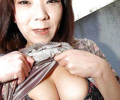 Mature asian slut Yoriko Akiyoshi..