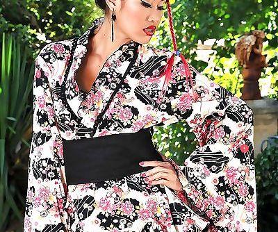 Amazingly lovely asian chick..