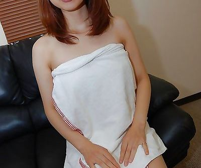 Mariko Miyazawa gets her shaved..