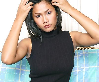 Amateur Asian babe freeing big..