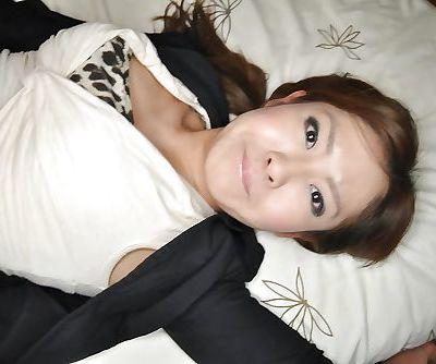 Asian babe Hitomi Aoshima..