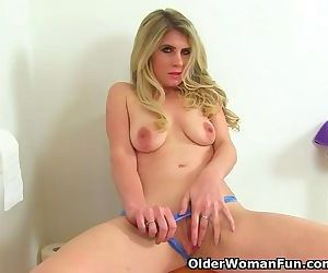 English milf Ashleigh gets..