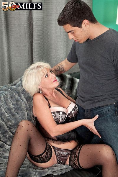 Busty blond milf desire collins drilling her wet cunt with some