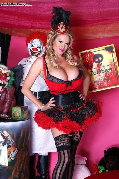 Busty milf kelly madison posing in porn halloween
