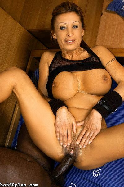 Old woman gets huge black dick deeep into sloppy possy