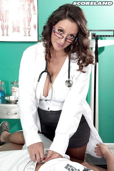 Glasses clad buxom older brunette plumper Persia Monir blowing large cock