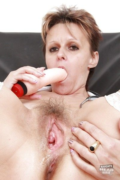 Short-haired mature lassie stuffing her hairy cunt with her sex toys