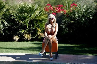Topless housewife Sandra Otterson shows off he big natural boobies