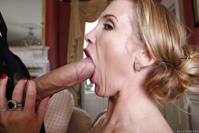 Sexy milf Loulou has threesome with Rebecca Moore and dose blowjob