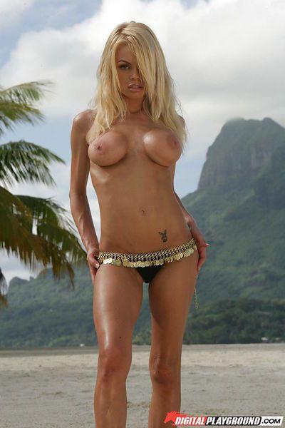 Blonde Jesse Jane demonstrates her amazing naked body on the camera - part 2