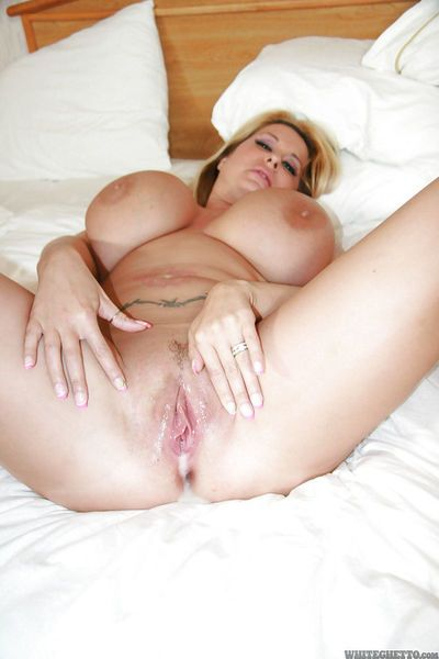 Fatty MILF with giant tatas Summer Sin enjoys a groupsex with horny lads - part 2
