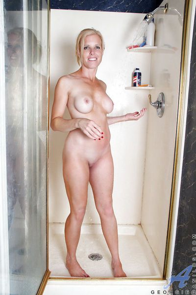 Smiley mature vixen shaving and rubbing her slit in the shower