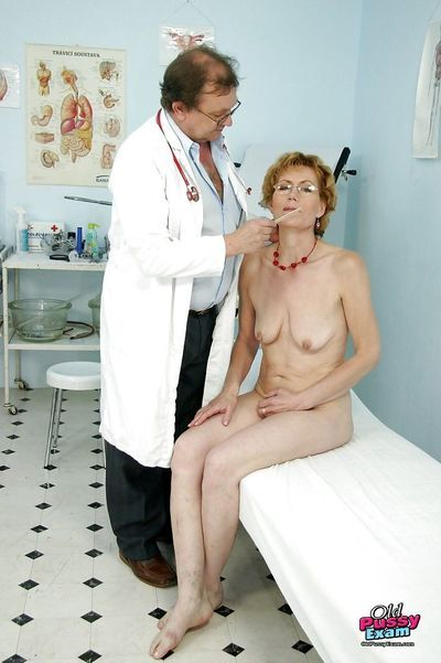 Skinny mature lady in glasses toying her twat in gyno room