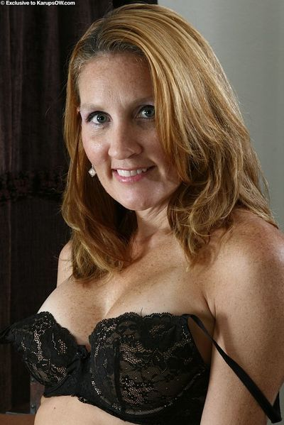 Mature amateur Lilly does a striptease to pose in the nude at home