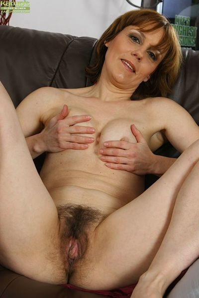 Over 40 MILF Mylene spreading her hairy vagina on leather couch