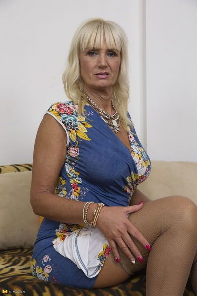 Hot granny exposes her big natural tits before getting around to masturbating