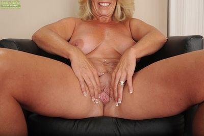 mature salope Avec gros seins Crystal Taylor analyse Son la libido sur caméra