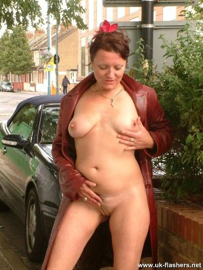 Mature amateur exhibitionist on a day out