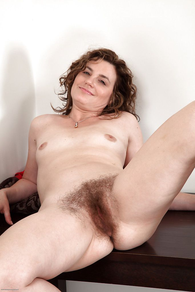 Hairy mature woman Sofia Matthews is a very extravagant slut