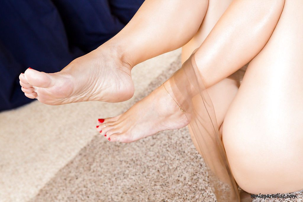 Let Roni entertain you for the noght as she want you to be pleased