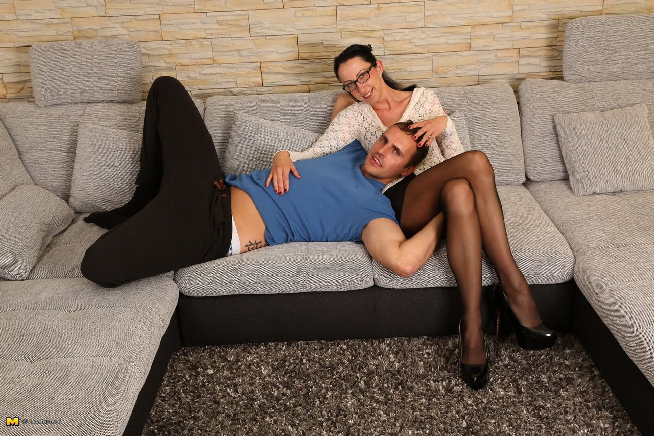 Nerdy German housewife welcomes her lover in black skirt and nylons