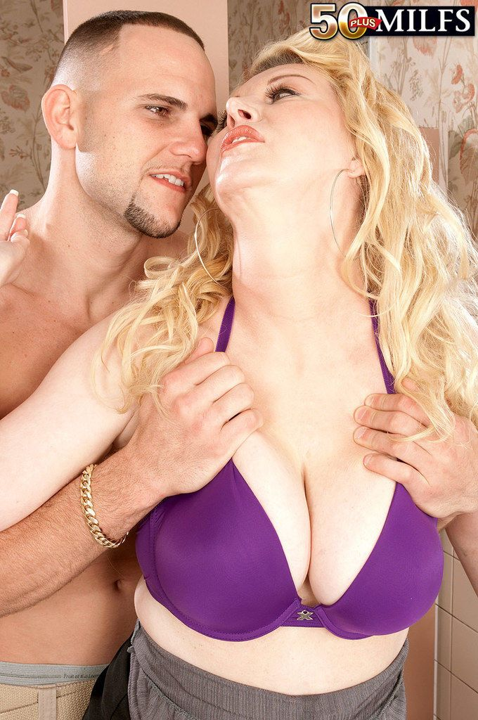 Chubby blonde mom Venice Knight bangs the neighbors boy in her bathroom