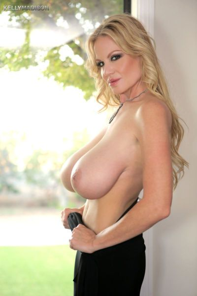 Blonde bombshell amateur MILF Kelly Madison baring her big saggy tits