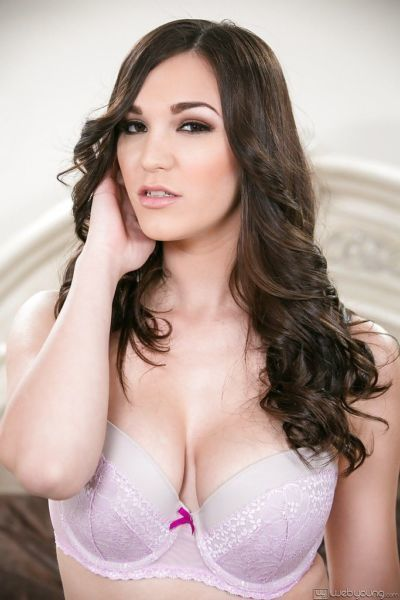 Piccante come inferno adolescente Holly Michaels ottiene nudo in il camera da letto