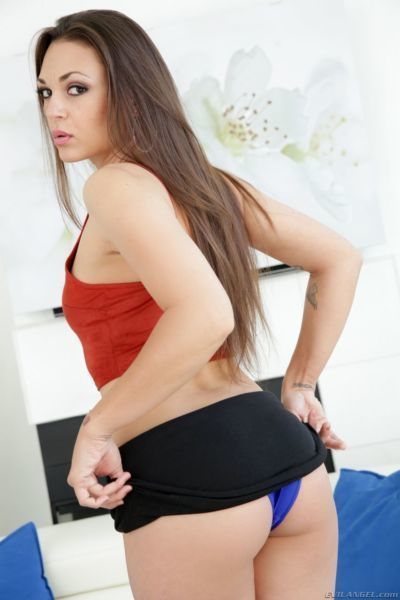 Hot female Olivia Wilder shows off her juicy butt for doggystyle banging