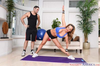 Sporty MILF Richelle Ryan gets pussy screwed by her coach after the workout