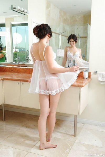 Sevimli onluk Ashlyn Yapma çıplak modelleme ilk :Tarafından: sıyırma kapalı iç çamaşırı