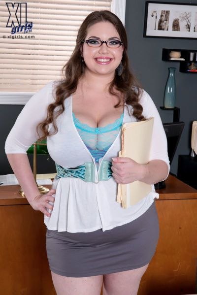 Fat secretary Nixie Night bangs a teacher with her glasses on and her tits out