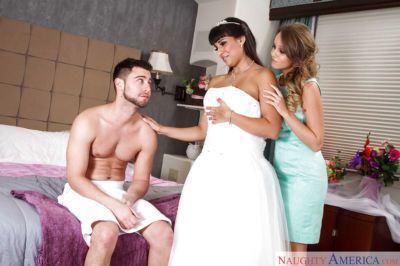 Just married Latina Mercedes Carrera has 3some with hubby and Alexis Adams