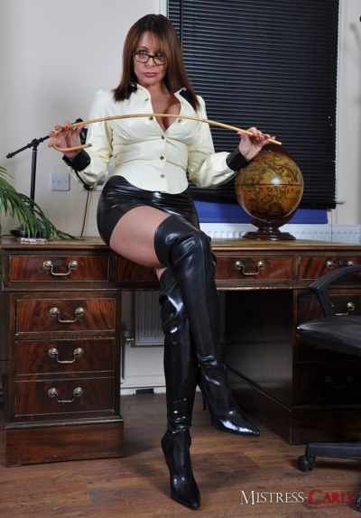 Older Domme Mistress Carly spanks man\\\