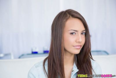 Brunette teen babe Janice Griffith shows off her big tits in close up