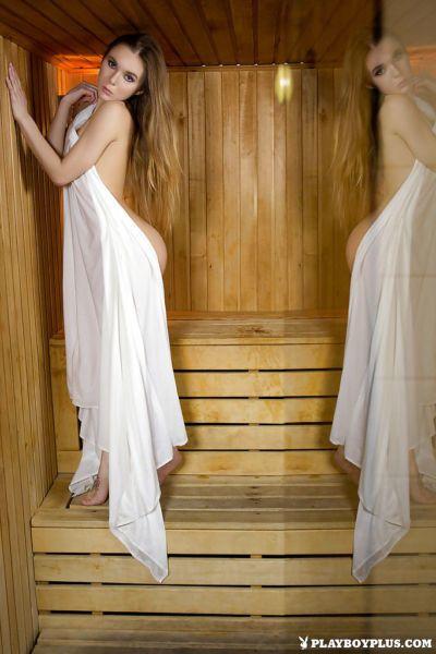 centerfold Babe mẫu Karissa lan gợi cảm Chân phải trần hói l.