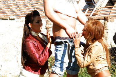 Slutty ladies Eliss Fire & Valentina Ross enjoys wet FFM groupsex outdoor
