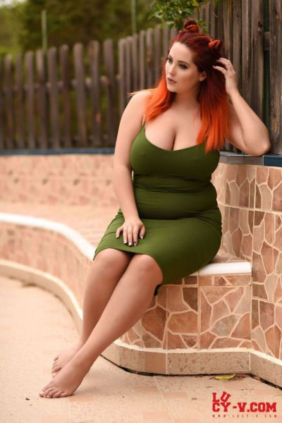 Overweight redhead Lucy Vixen uncovers her big natural tits in backyard
