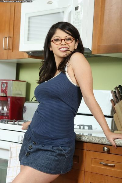 Sexy Latina housewife Evie Delatosso undresses in kitchen for nude posing