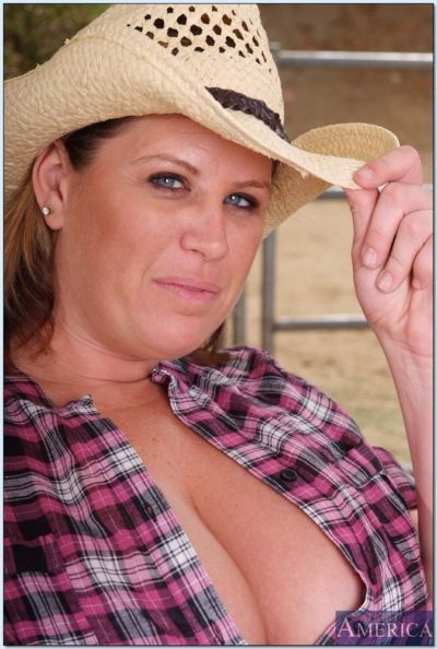 Chubby country girl Lisa Sparxxx showing off big tits and fat booty