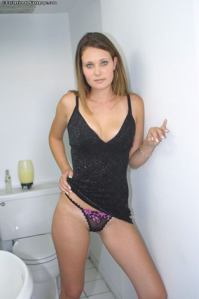 Teen amateur Farrah James is demonstrating her tight pussy