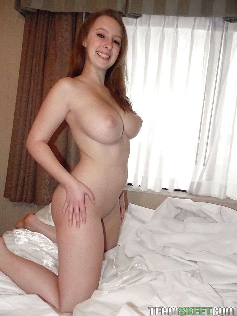 Frolic amateur Felicia Clover uncovering her tempting curvy body