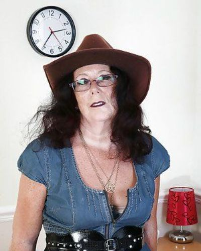 Beautiful granny in sexy glasses Zadi is showing her hairy pussy