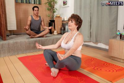Redhead granny Bea Cummins seduces her yoga instructor with the big dick
