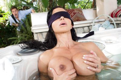 Chesty blindfolded mature brunette Jewels Jade blowing cock in pool outside