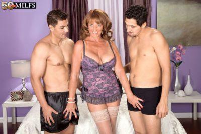 温泉 成熟した 幅広い Sheri フォックス を示す a カップル の 若い 男 a 良い 時間
