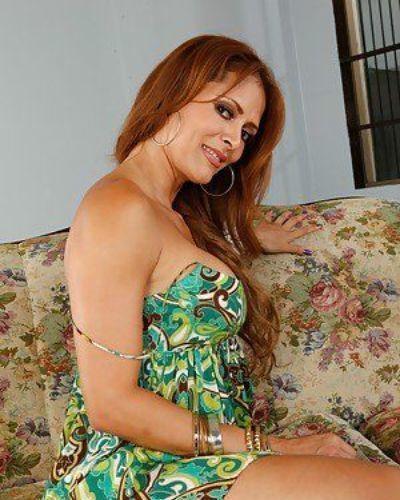 Big titted latin mature Monique Fuentes rubbing and fingering wet slit