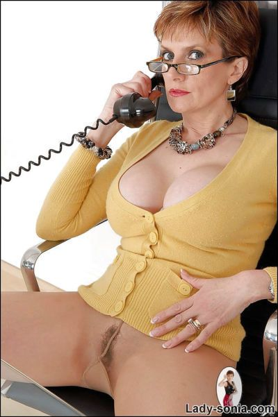 Busty mature fetish lady in glasses teasing her cunt through her pantyhose